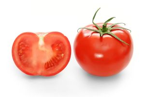 1024px-Bright_red_tomato_and_cross_section02
